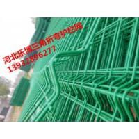 南昌铁丝网厂家直销新余三角折弯护栏网-桃型柱防护网价格优惠